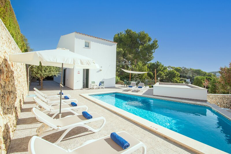 Villa Violeta in Cala Galdana just a few minutes from the beach, free wifi – semesterbostad i Cala Galdana