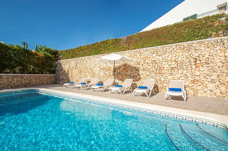 Villa Violeta in Cala Galdana just a few minutes from the beach, holiday rental in Cala Galdana