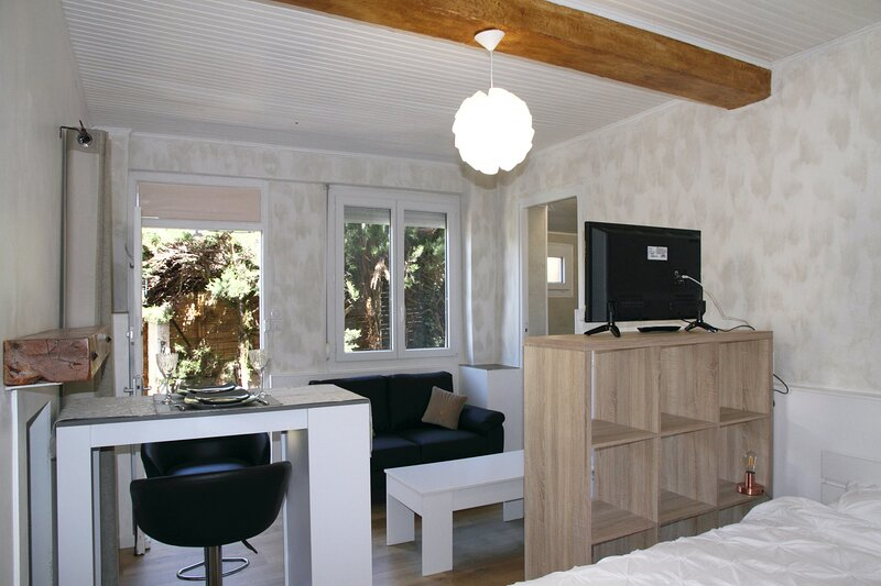 Studio for 2 people, Small but Perfect!, holiday rental in Fuilla