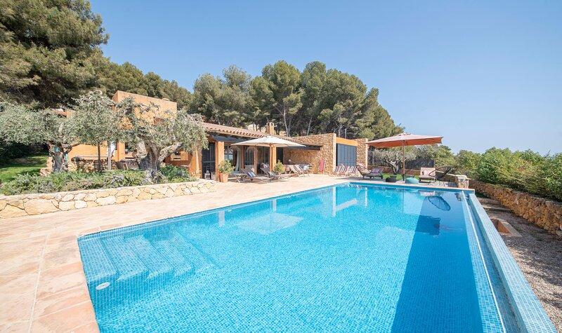 TH112-Sunrise-Villa, holiday rental in La Riera de Gaia