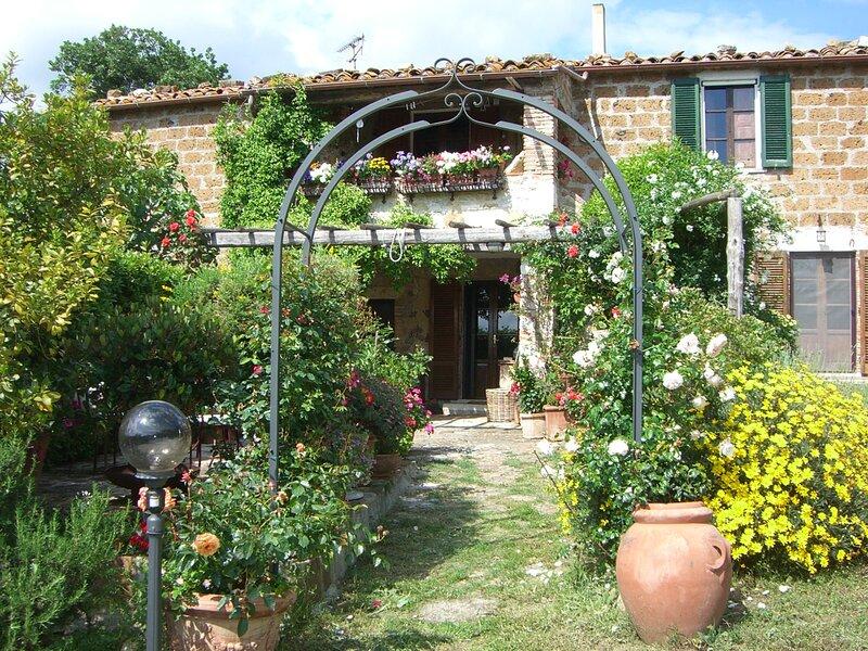 Le Querciolaie Monte Cavallo - upper apartment, vacation rental in Catabbio