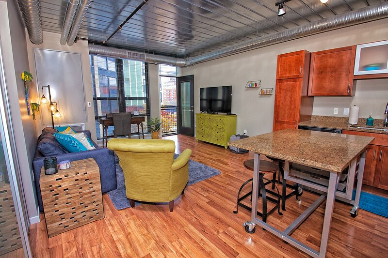 ~ Chic AA Downtown Loft ~, holiday rental in Ann Arbor