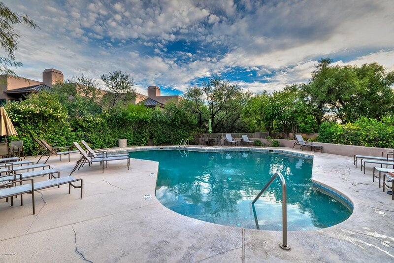 Private 2nd Floor Condo Over Looking Mountains (Minimum 30 Day Lease), holiday rental in Mount Lemmon