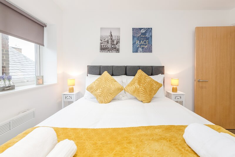 Watford Premier Serviced Apartments, vacation rental in Northwood