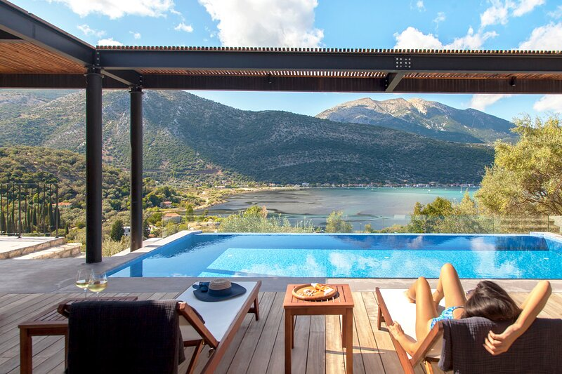 Villa Theia The Luxury Villa Getaway in Desimi, vacation rental in Fterno