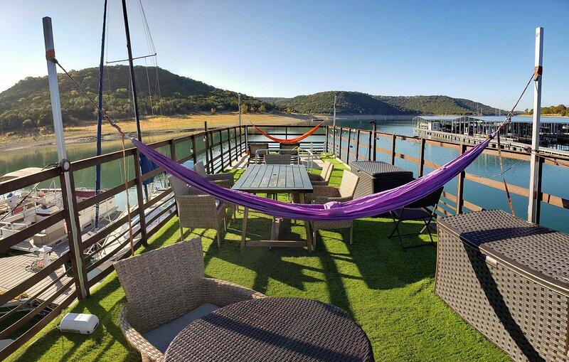 Houseboat-Yacht Nestled In A Lake Travis Cove, location de vacances à Volente