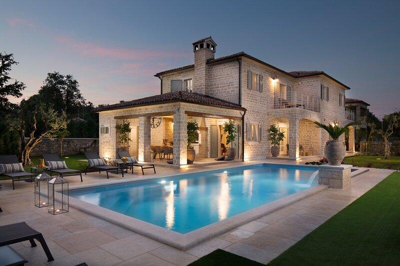 Villa Romanza with Pool, holiday rental in Vidulini