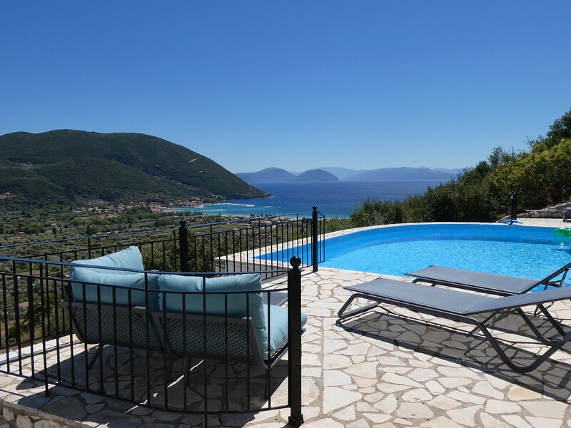 Villa Petros, Vasiliki, Lefkada, vacation rental in Kontarena