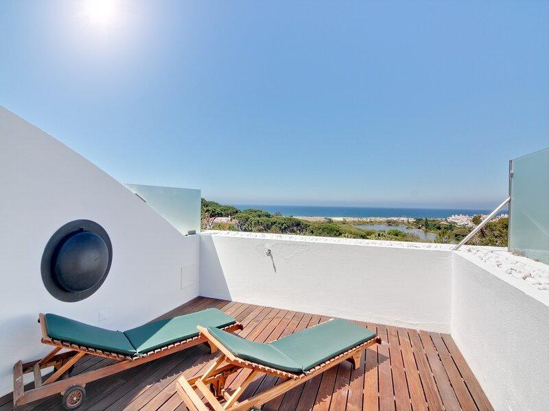 Vale do Garrao Apartment Sleeps 4 with Air Con and WiFi - 5874269, location de vacances à Vale do Garrao