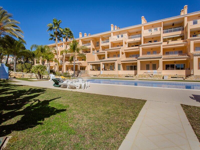 Vale do Garrao Apartment Sleeps 4 with Air Con and WiFi - 5874272, alquiler de vacaciones en Vale do Garrao
