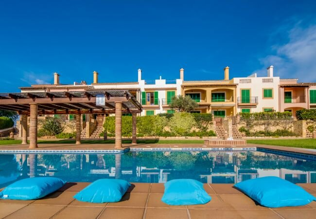 Sa Rapita Apartment Sleeps 4 with Pool Air Con and WiFi - 5874326, location de vacances à Sa Rapita