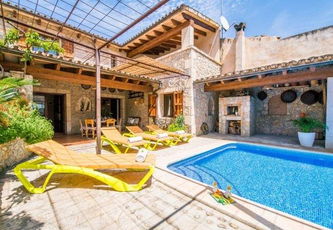 sa Pobla Holiday Home Sleeps 12 with Pool Air Con and WiFi - 5874328, vacation rental in Sa Pobla