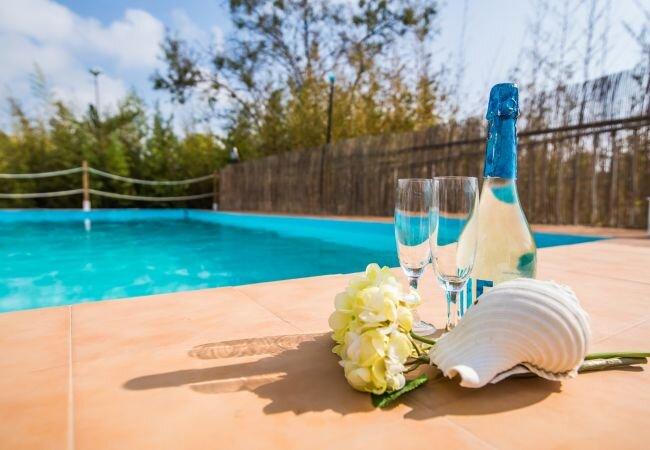 Font de sa Cala Holiday Home Sleeps 4 with Pool and WiFi - 5874333, holiday rental in Font de Sa Cala