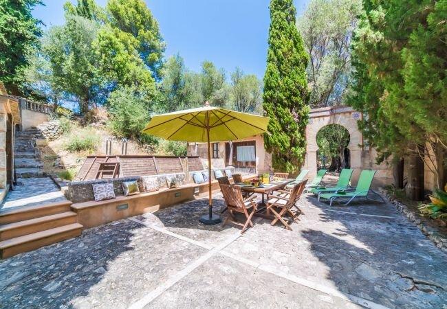 Binibona Holiday Home Sleeps 6 with Pool and WiFi - 5874365, aluguéis de temporada em Moscari