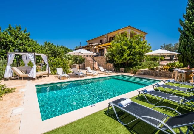 Caimari Holiday Home Sleeps 8 with Pool Air Con and WiFi - 5874372, holiday rental in Binibona