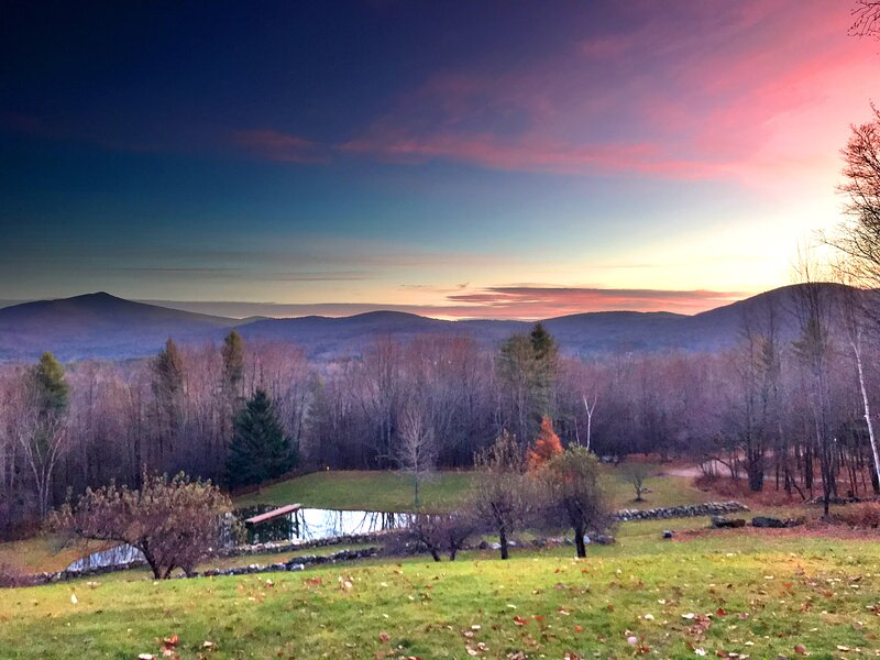 INDESCRIBALE Mountain View Getaway! Tons of Amenities!, vacation rental in Mount Holly