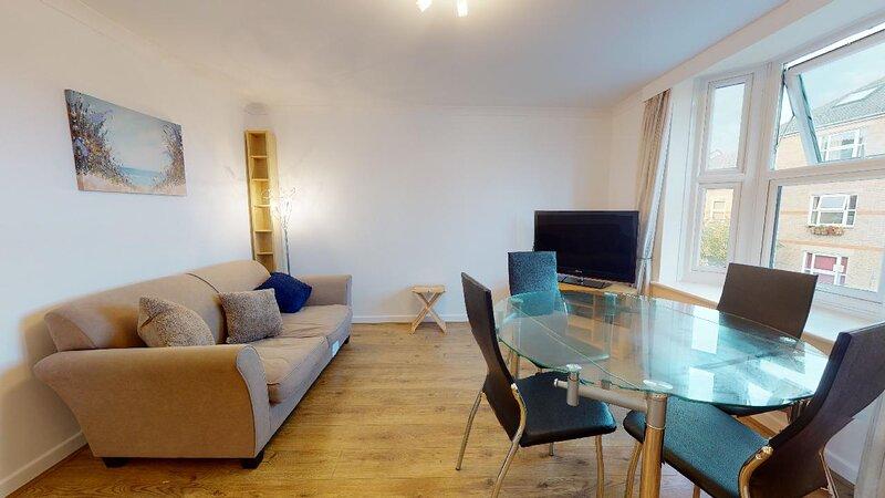 Bridge View Oxford city centre 1 BR apartment, vacation rental in Kennington