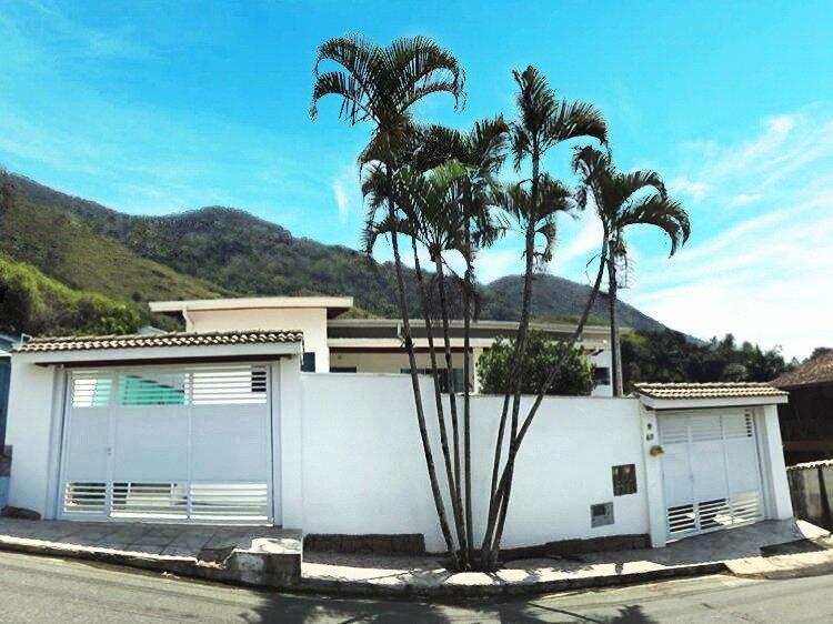 Linda casa, 1 minuto da praia, perto balsa Ilhabela, casa vacanza a Bairro da Enseada
