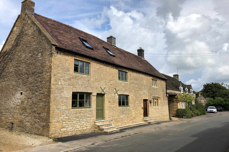 Millham Cottages is an exquisite home in the peaceful village of Broadwell, vacation rental in Upper Oddington