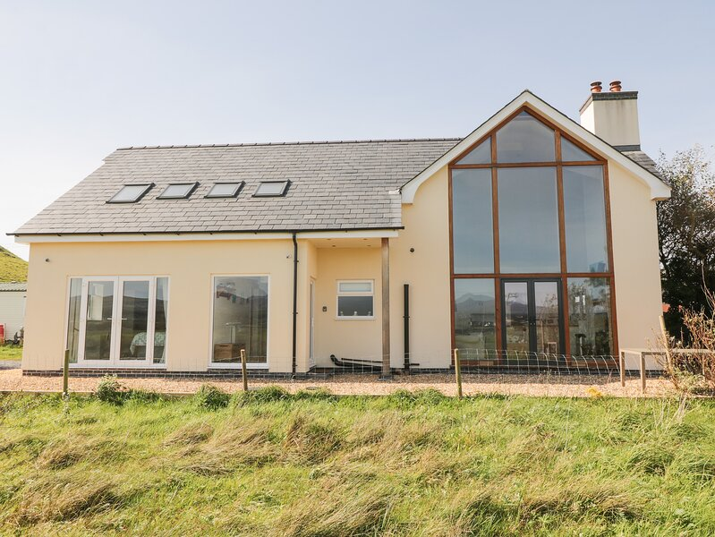 Cae Mawr, Dinas Dinlle, vacation rental in Groeslon