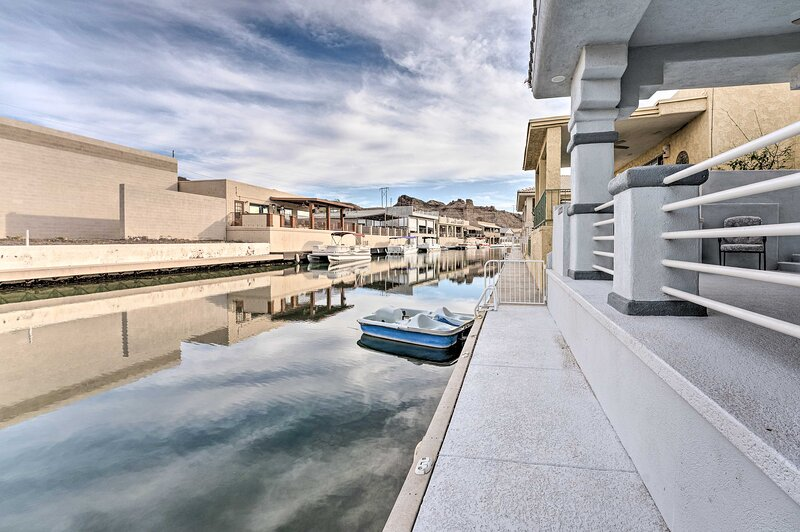 NEW! Upscale Canalfront Escape w/50ft Private Dock, holiday rental in Parker