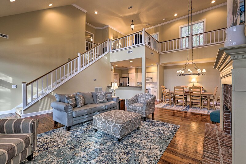 NEW! Lake Martin Abode w/ Private Dock & Fire Pit!, holiday rental in Equality