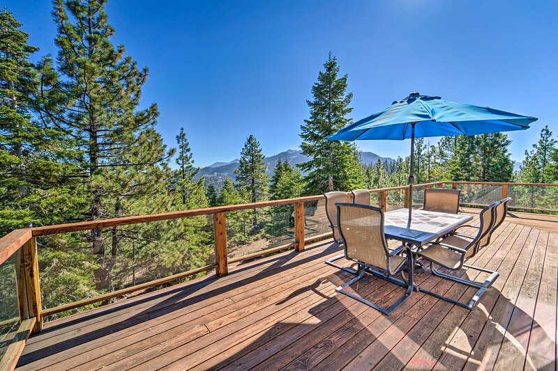 NEW! Stateline Home: 6 Mi to Heavenly & Lake Tahoe, holiday rental in Genoa