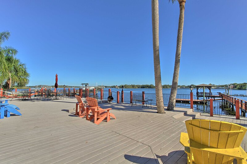 NEW! Waterfront House on Kings Bay w/ Dock & Lift!, holiday rental in Lecanto