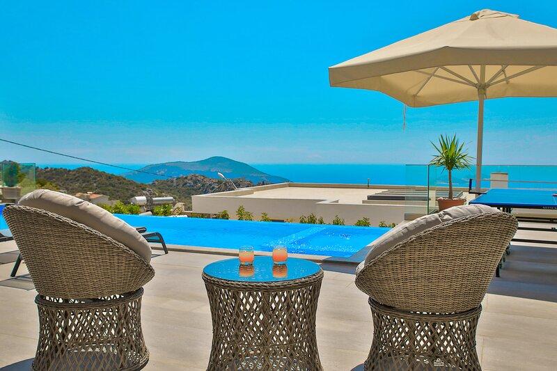 Villa Feat | Amazing Sea View | 3x Jacuzzi | Luxury Villa | Ping pong, holiday rental in Bezirgan