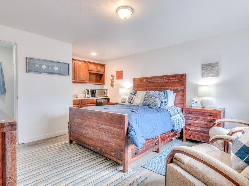 W2 - Gray * Whale Inn, holiday rental in Otter Rock