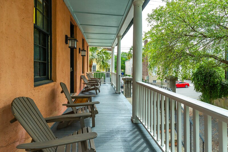 Historic Home 1 Block from King St., holiday rental in Charleston