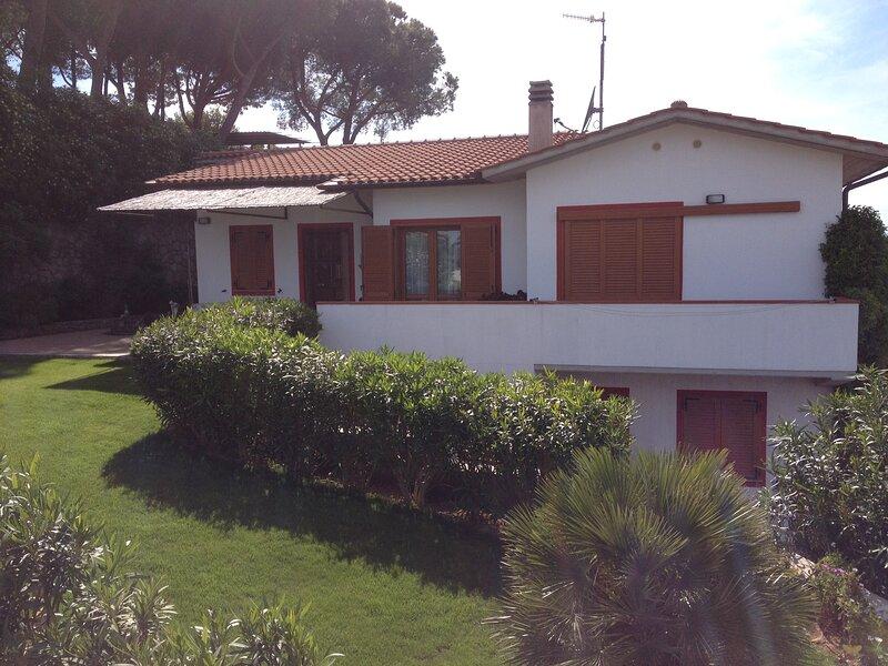 Appartamento in villa 24 posti con ampio giardino privato Stella, holiday rental in Gualdo a Capoliveri