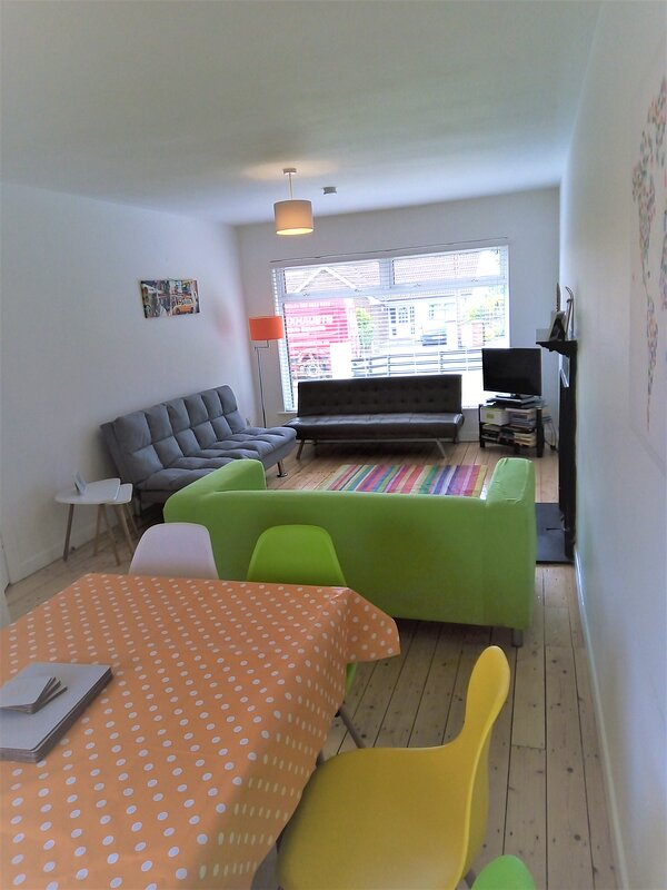 Spacious Living Dining Area. Comfortably seating 8. TV, DVDs and books for all ages.