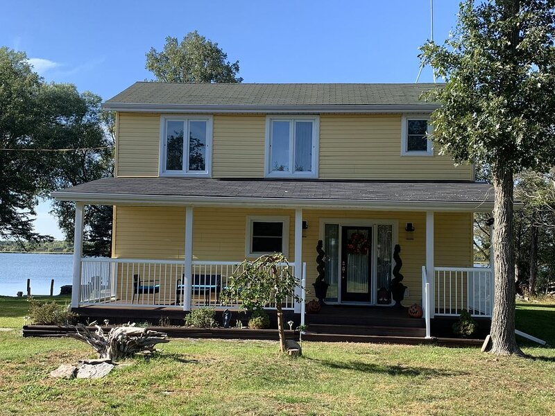 Cedar Woods - Waterfront Home, holiday rental in Napanee