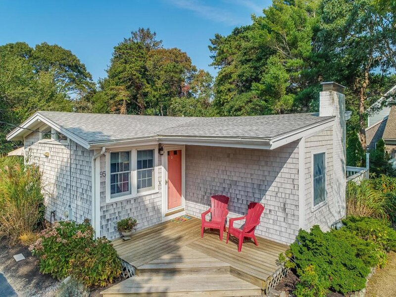 GREAT NEW SILVER COTTAGE 147484, location de vacances à Mattapoisett