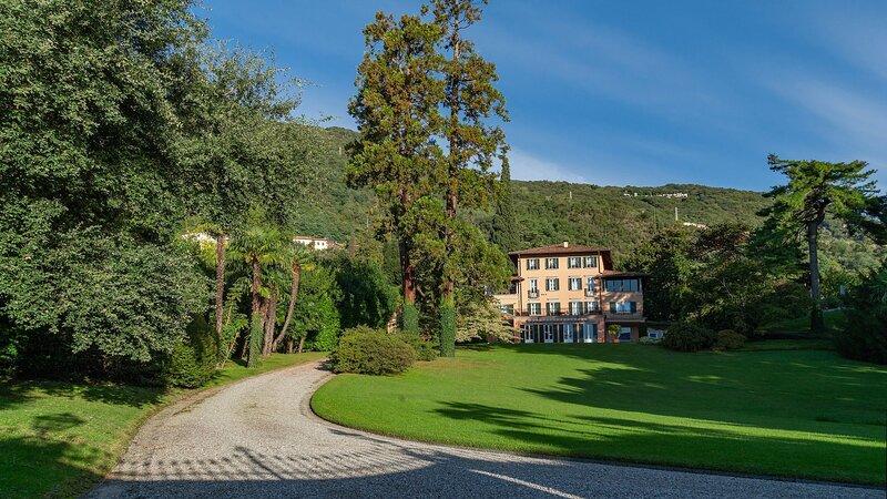 Luxury villa Edera, location de vacances à Pusiano