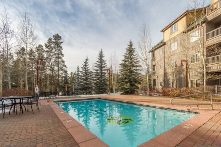 Beautiful Year Round Heated Pool & Hot Tub