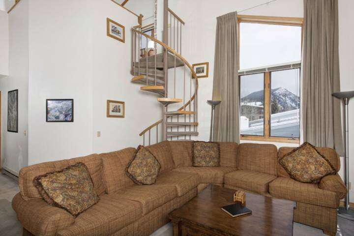 Spacious Comfort With Terrific Views And Stairs To Loft
