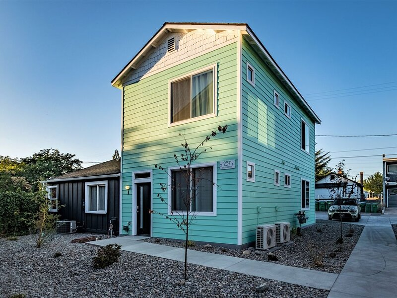 Living In Color, holiday rental in Reno