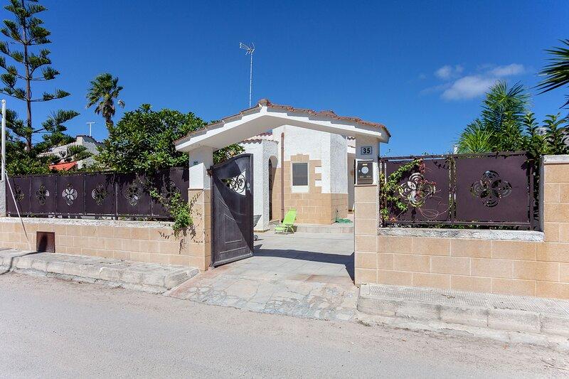 Villa vicino spiaggia, lago e Lecce 3 camere m740, location de vacances à Casalabate