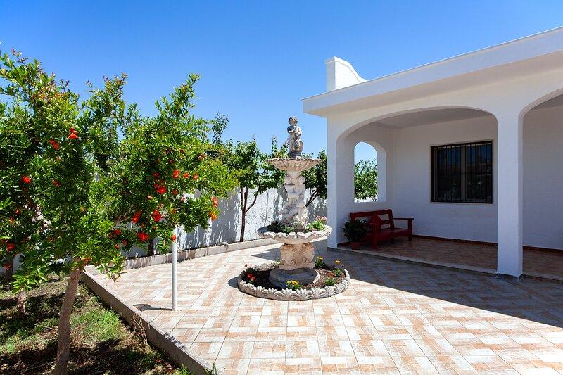 Bella villa vacanze a 2 passi dalla spiaggia m705, location de vacances à Casalabate