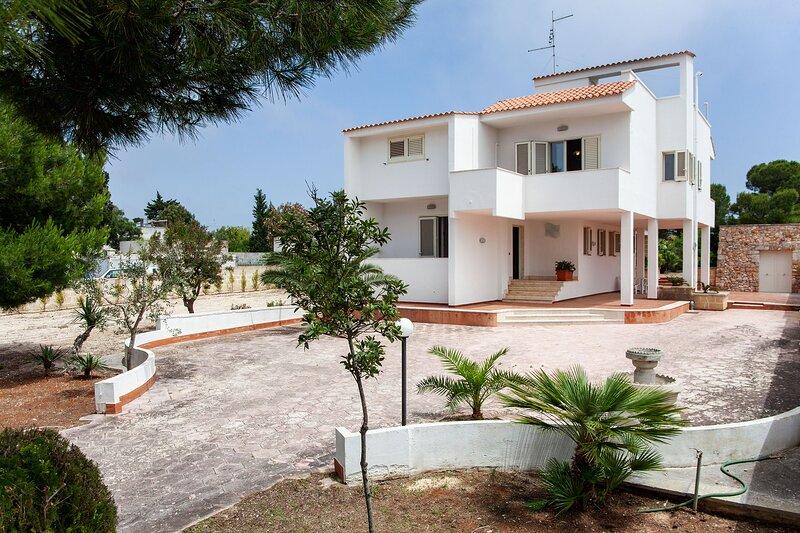 Grande villa mar Ionio per più famiglie m520, holiday rental in La Strea