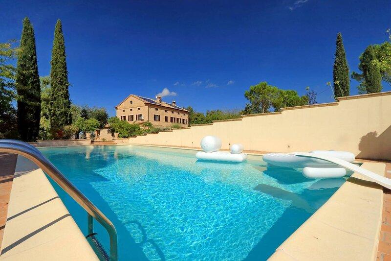 Wonderful Villa Maria, location de vacances à Appignano