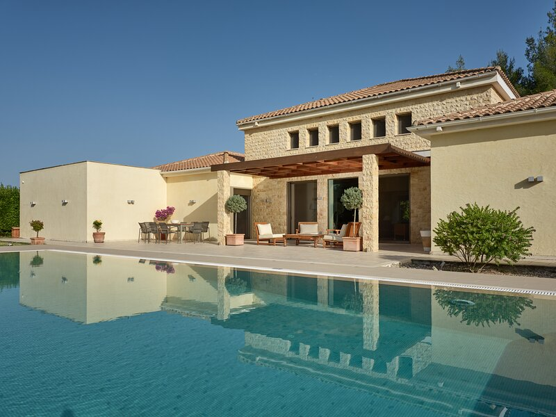 Royal Residence, a Legendary Retreat, holiday rental in Laganas
