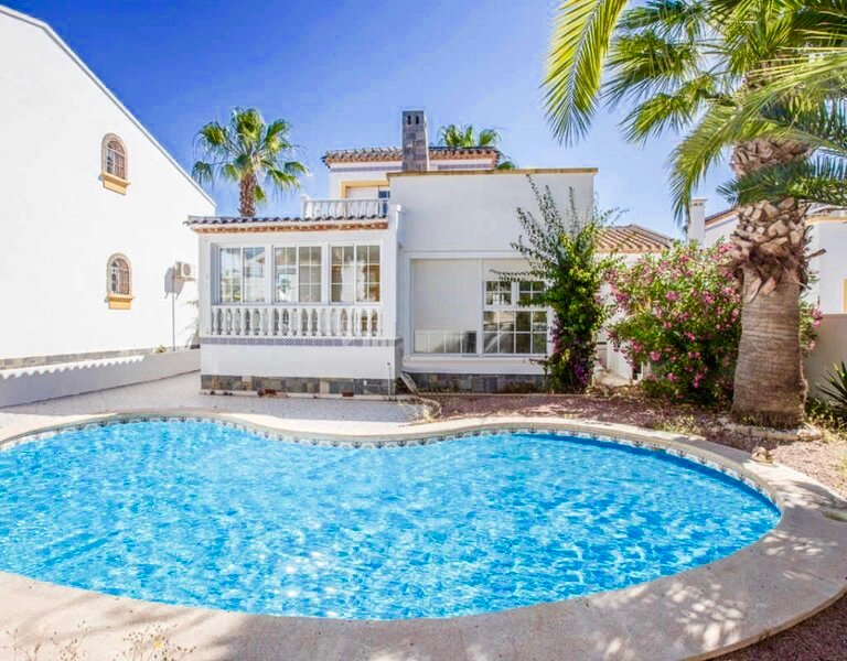 Spacious Detached 3 Bed 2 Bath Villa & Private Pool, holiday rental in Los Dolses