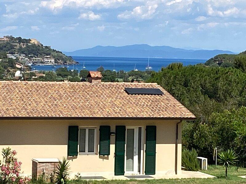 Appartamento con ampio terrazzo panoramico vista mare (Arance), holiday rental in Lido di Capoliveri