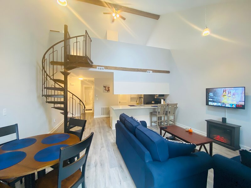 Brand New! MountainCreek SlopeSide Condo,Golf,&Spa, holiday rental in Westtown