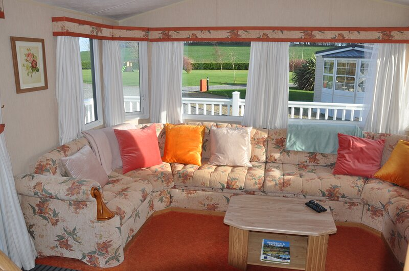 Lovely Family Static Caravan for Four, vacation rental in Garlieston