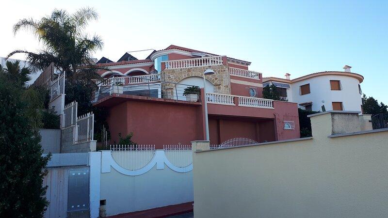VILLA DE LUXE MAGNIFIQUEMENT DECOREE, location de vacances à La Salzadella