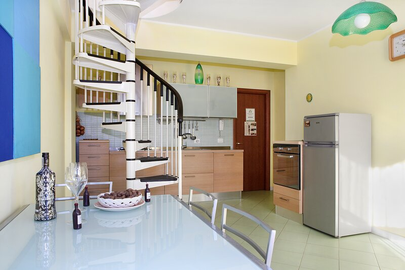 Adriana holiday house , free parking, Wi Fi, near sea, private kitchen,, holiday rental in Stazzo